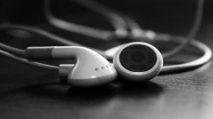 white-apple-ipod-headphones-hd-wallpaper
